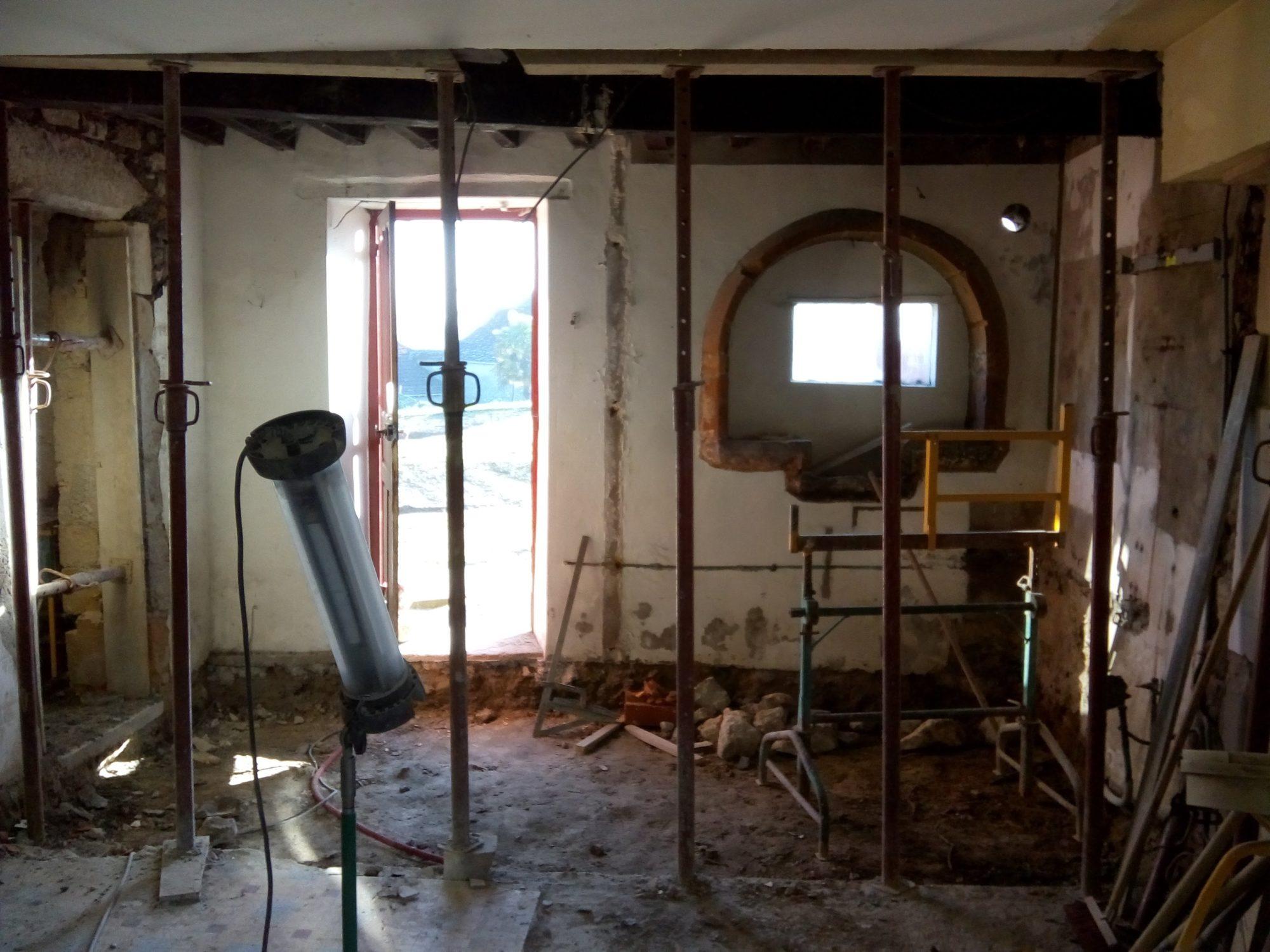 Photo de chantier: démolition du cloisonnement intérieur de la maison