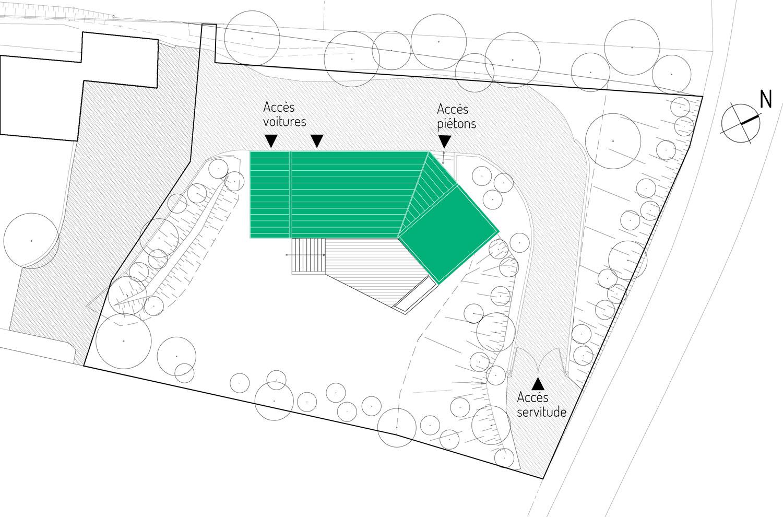 Plan de masse de la maison MRV à Toulouse: L'implantation de la maison permet d'isoler la maison par rapport à la servitude et à la maison existante au sud.