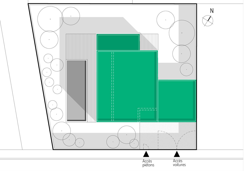 L'accès à la maison MAR à Beauzelle (31 Haute Garonne) se fait par l'angle sud est de la maison. La maison présente un plan compact afin de libérer un maximum de surfaces extérieures. Les espaces de vie s'ouvrent sur la piscine et la terrasse orientées au sud ouest.