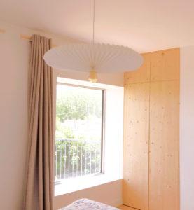 Détail chambre-luminaire design-placard pin- banquette