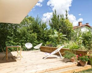 Terrasse maison A- aménagement terrasse extérieure bois- jardinière