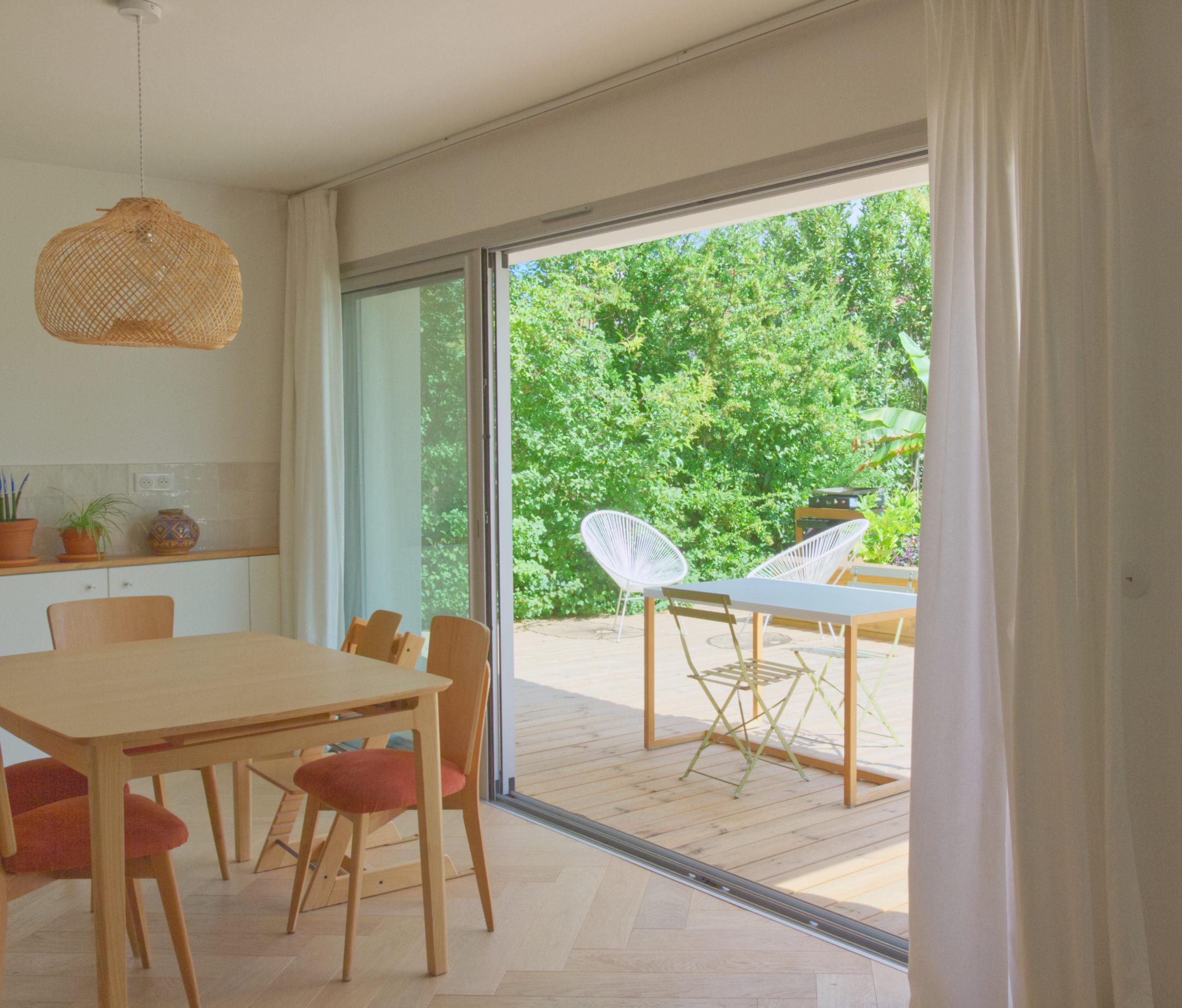 Séjour maison A- aménagement  terrasse extérieure bois-continuité intérieur-extérieur-architectes toulouse- saarchitectes